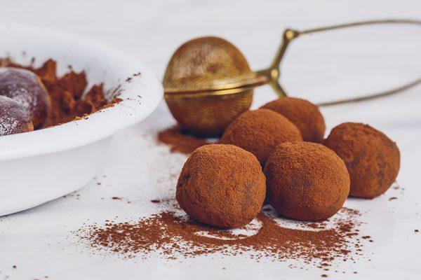 Trufas de tâmara e chocolate