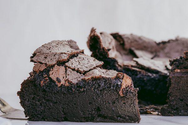 Brownie com merengue de chocolate