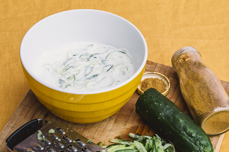 Kheera raita (iogurte com pepino)
